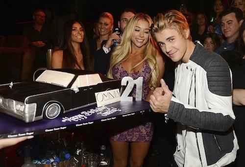 Justin Bieber celebra seus 21 anos em Las Vegas